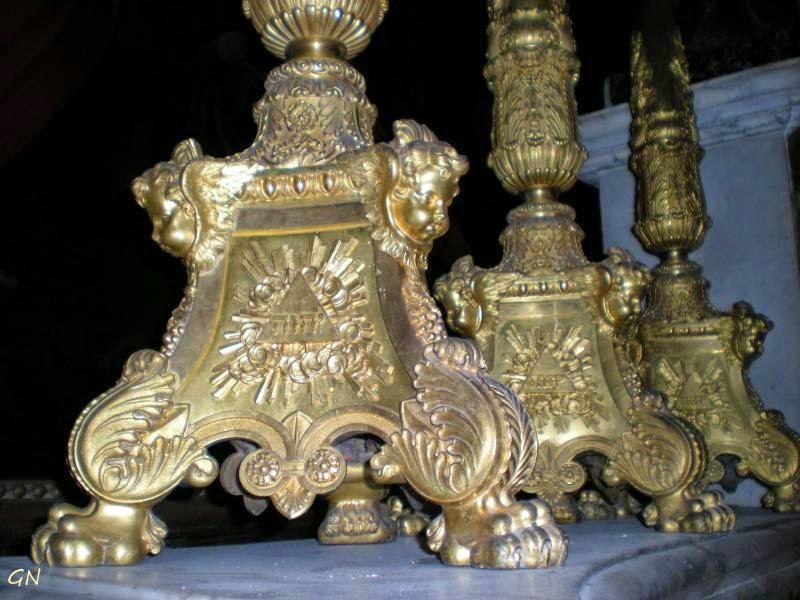 Божественное имя в соборе Сен-Пьер-де-Монпелье