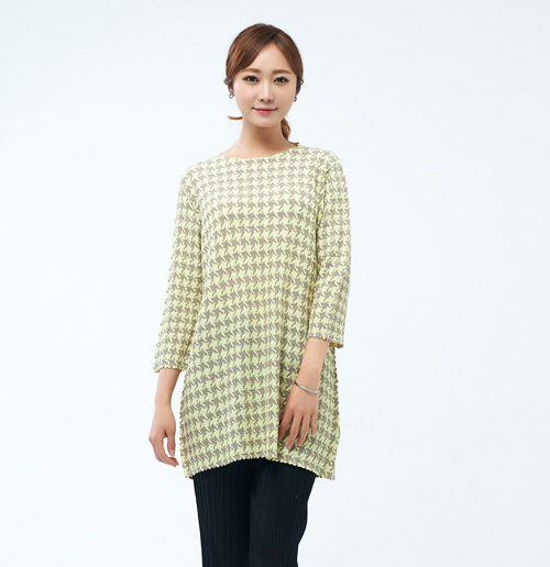 Houndstooth Three-Quarter Sleeved Shirt
