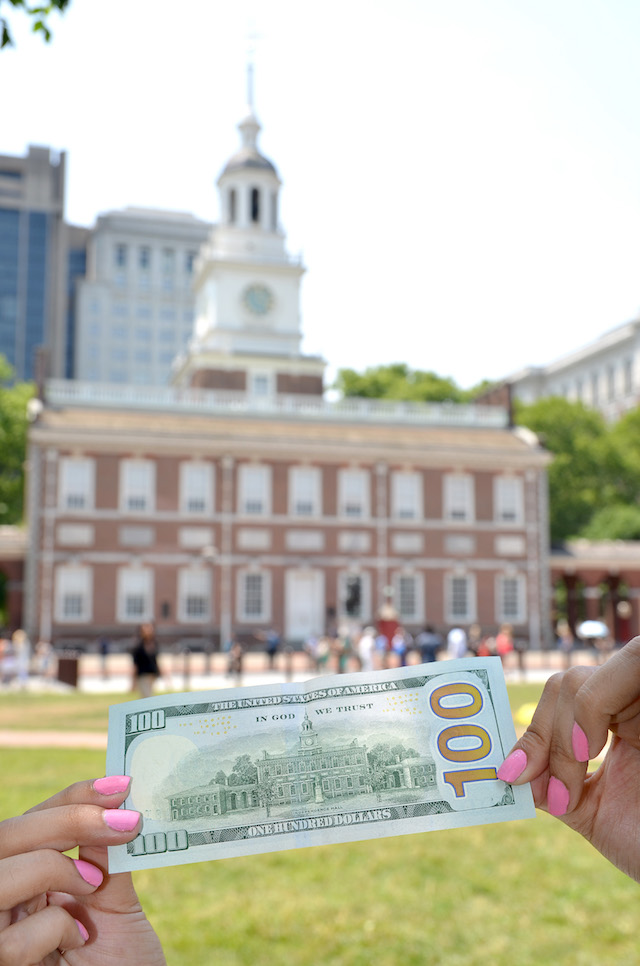 Independence Day at Independence Hall, Philadelphia. Wearing: Dress/Vestido: Romwe Clutch/Cartera de mano: Coach Bandana/Pañoleta: Merona Sandals/Sandalias: TJMax-MariEstilo-Visit Philly-ArmandHugon