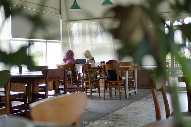 Ruangan bebas rokok dan spot favorit di Ivy Coffee