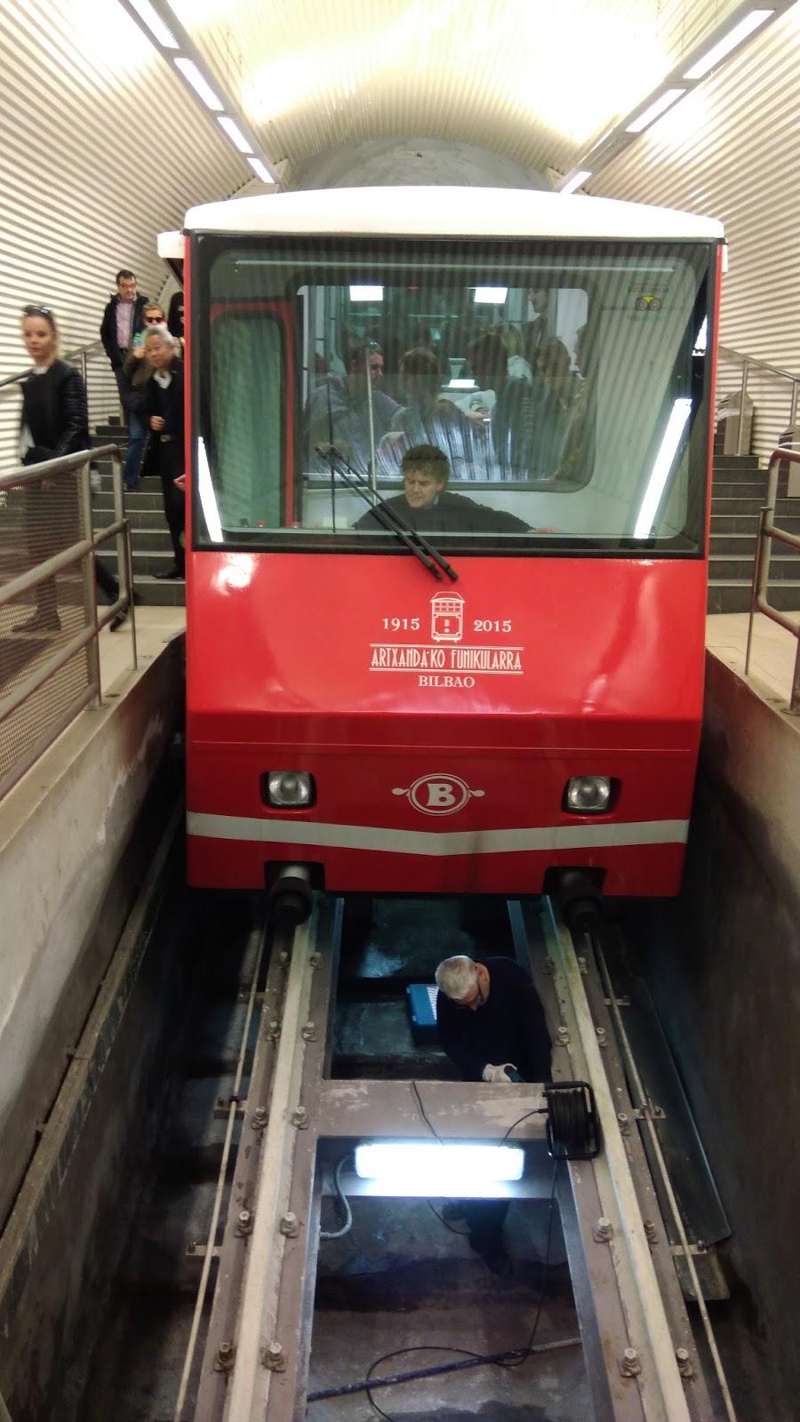 Kolejka prowadząca na punkt widokowy w Bilbao