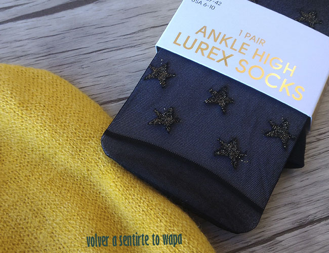 Calcetines negros transparentes con estrellas doradas de Primark