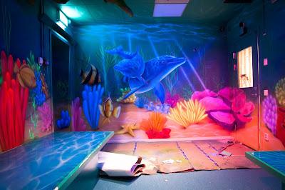 Malowanie farbami UV, ultrafioletowymi, Malowanie rafy koralowej Black Light, Mural UV