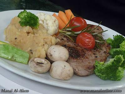ستيك الفلفل الأسود مع الخضروات - منال العالم
