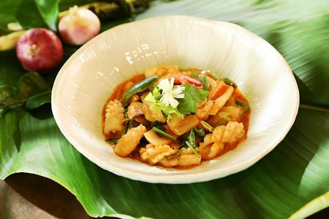 Southern Thai Food - Pak Tai PLA MEUK PAD KAI KEM   Stir-fried squid, salted egg yolk