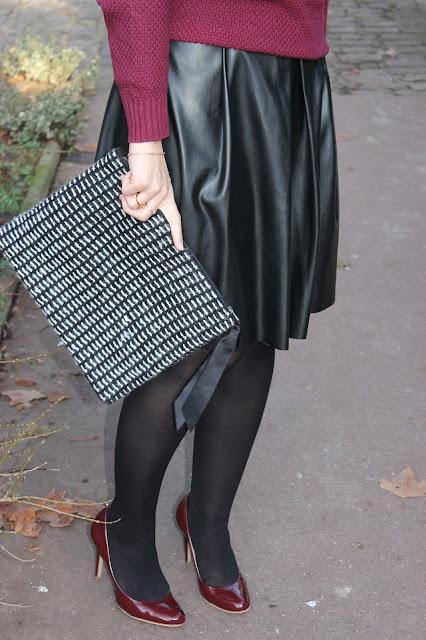 Jupe simili cuir, chaussures bordeaux cosmoparis