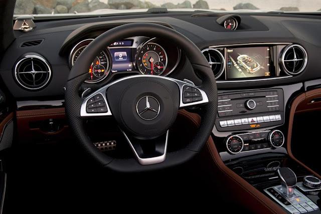Mercedes SL 400 thiết kế Vô lăng 3 chấu, bọc Da Nappa cao cấp