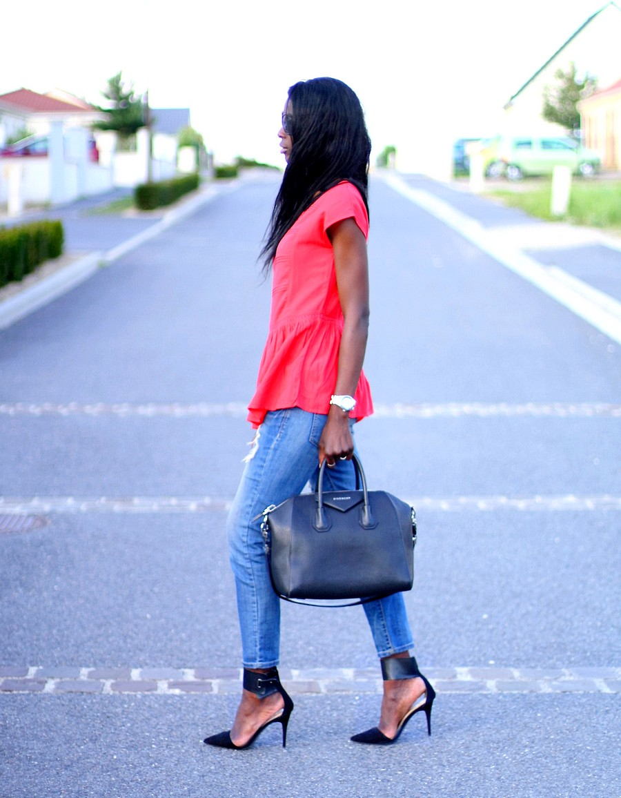 blogueuse-mode-givenchy-antigona-ripped-jeans-zara-red-peplum-top-blog-mode-ootd