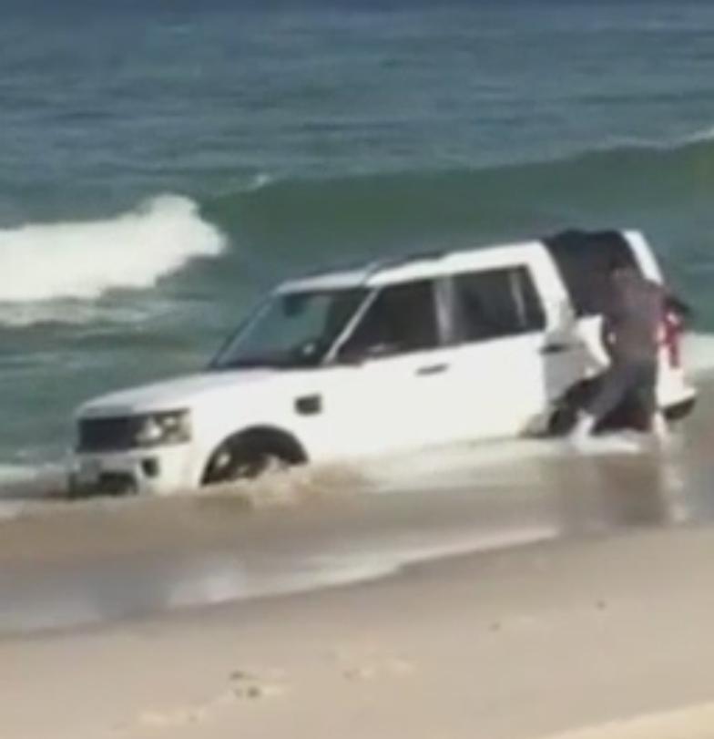 Island Beach State Park Nj: MEC&F Expert Engineers : Land Rover Sinks Into Ocean Beach