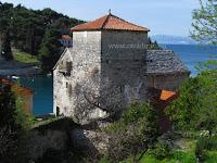 Kaštel Cerineo-Cerinić, Splitska, otok Brač slike