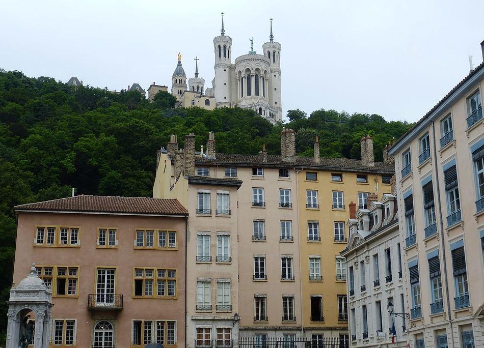 Place Saint-Jean dans le quartier du vieux-Lyon