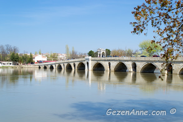 Meriç nehri ve hala kullanımda olan tarihi Meriç taş köprüsü, Edirne