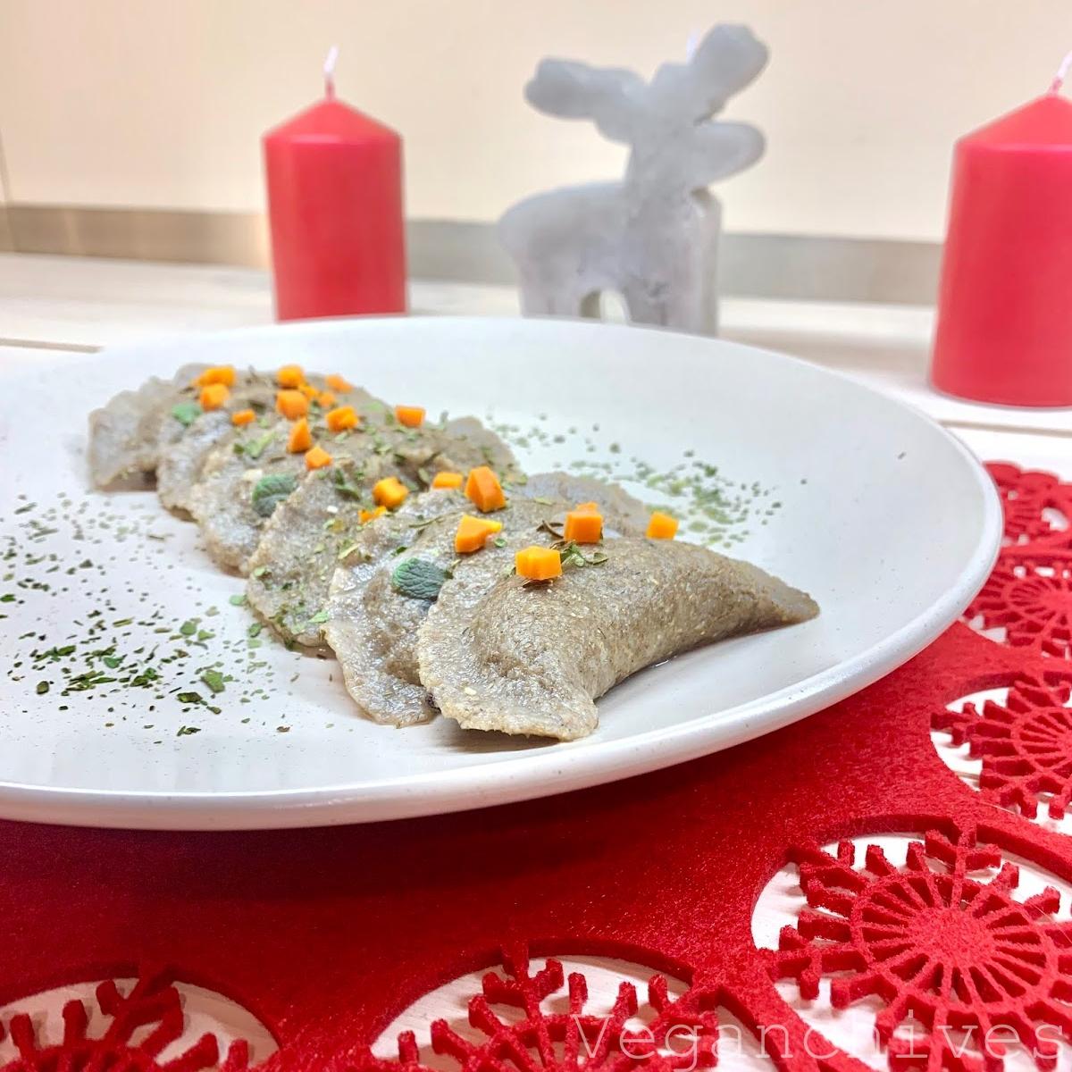 Wegańskie pierogi żytnie z kaszą gryczaną i tofu z Lubelszczyzny