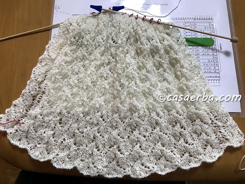 Elm Leaf Knitting Pattern : CasaERBA: Knit Lace Stole WIP -Drooping Elm Leaf Stitch