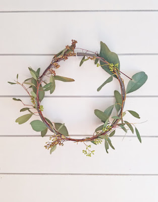 https://thehoneycombhome.com/simple-diy-spring-wreath/