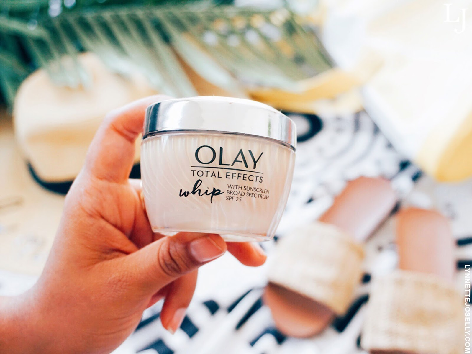summer-daily-moisturizers-with-spf-olay