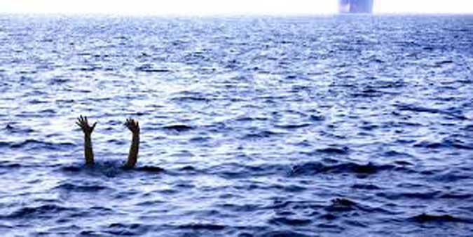 """Ambon, Malukupost.com - Dua pekerja tower atau menara Telkomsel bernama Budi dan Bunawi yang tenggelam di perairan Desa Lorang Algadang, Kecamtan Aru Tengah, akhir November 2018, hingga Sabtu belum ditemukan. """"Sejak musibah, kami bersama tim SAR gabungan melakukan pencarian. Namun sampai saat ini belum ditemukan sehingga nasib kedua pekerja ini belum diketahui pasti,"""" kata Kapolres Kepulauan Aru AKBP Adolf Bormasa di Ambon, Sabtu (23/12. Budi dan Bunawi bersama 17 rekan pekerja menara Telkomsel lainnya berangkat dari Dobo dengan KM Camar 03 menuju Desa Lorang Algadang, Minggu, (26/11)."""
