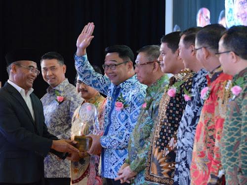 Ridwan Kamil Raih Anugerah Kihajar 2017