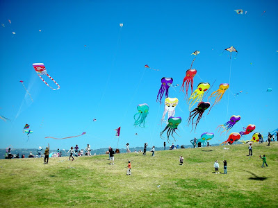 Celebrate this Uttarayana by sharing Kites pictures to your friends and family. Get now beautiful Kites design full hd pictures gallery