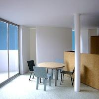 光と風のシークエンスをもたらす三階建ての家