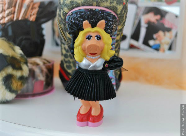 Miss Piggy heel facing, wearing black skirt