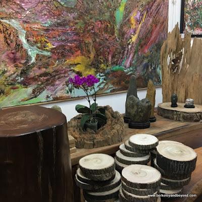 gift shop at Dageeli Tribe House Restaurant in Hualien, Taiwan