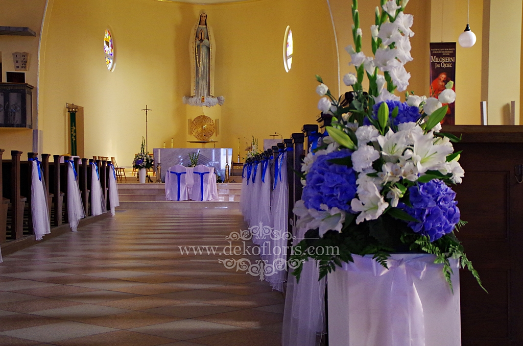 Niebieska dekoracja ślubna kościoła Opole Grudzice