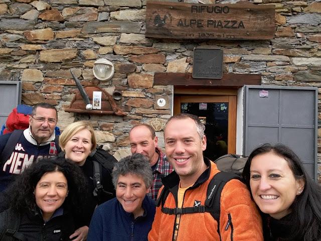 Al Rifugio Alpe Piazza nella Valle di Albaredo