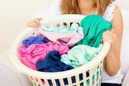 A woman doing laundry - Copyright: / 123RF Stock Photo
