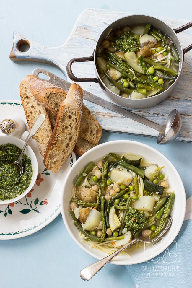 Szybka zupa minestrone z wiosennymi warzywami