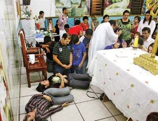 Resultado de imagem para fotos batismo no espirito santo rcc