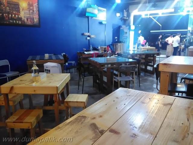 Dekorasi menggunakan kayu pallet di Restoran Suriani Nasi Kukus