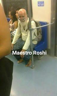 Parecidos de famosos en el transporte público maestro roshi
