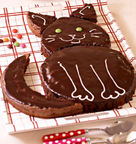 chocolate, cream, Birthday Cake In Form of Cat,ndark chocolate, butter, eggs, flour, baking powder, almond powder, sugar, birthday cake,