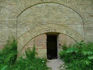 Тараканівський (Дубенський) форт. Вхід в підземні лабіринти