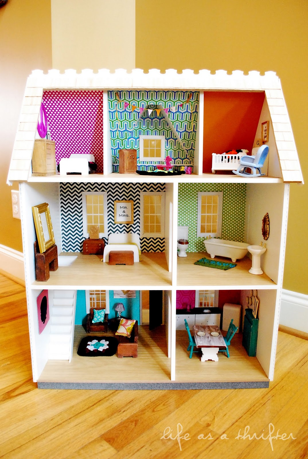 Life as a thrifter dollhouse details diy wall art for Barbiehuis meubels