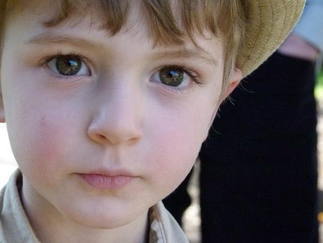 Ilustrasi wajah putih dan cerah