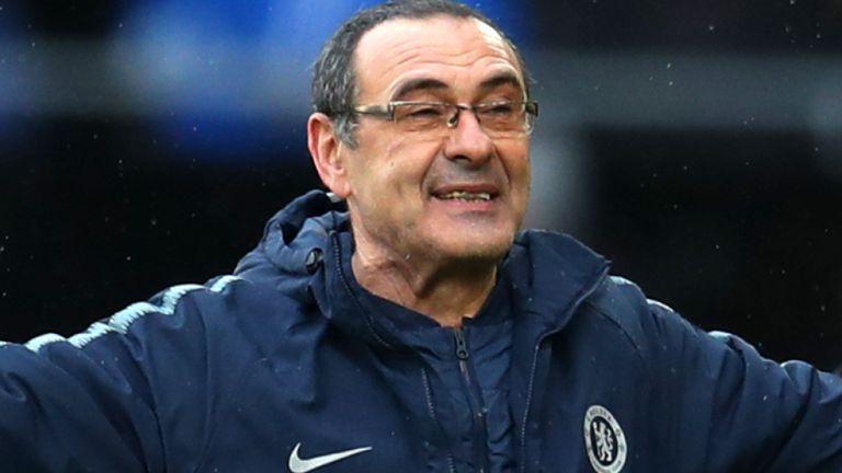 Sarri cố gắng dàn xếp với chủ tịch Chelsea về thành tích mùa này