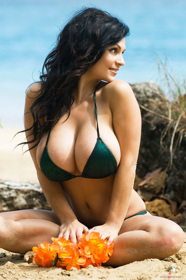 Denise Milani Denise Milani In A Green Bikini With Orange