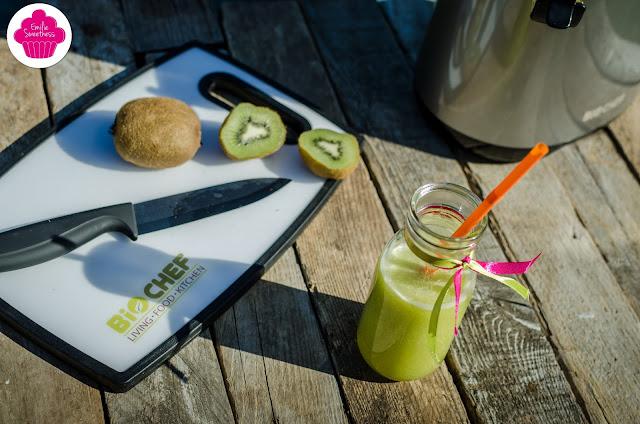 Jus de kiwis et de pommes - un jus vitaminé - réalisé avec un extracteur de jus