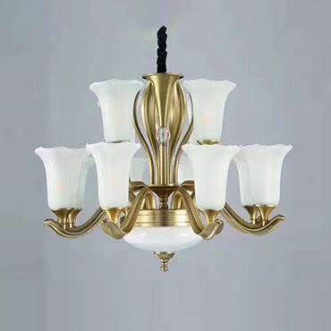 Phòng khách đẹp xuất sắc chỉ với đèn chùm đơn giản cao cấp