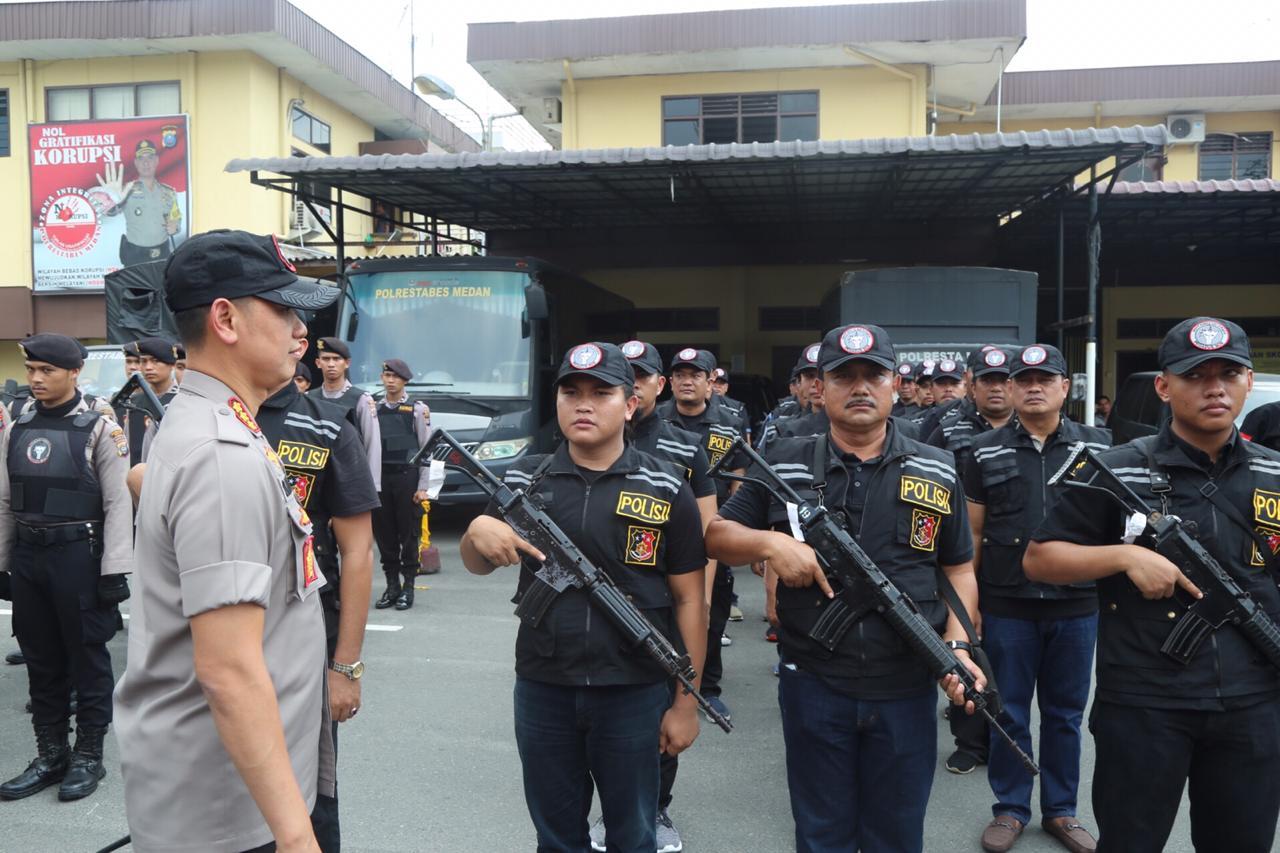 ARAHAN-Kapolrestabes Medan Kombes Pol Dr Dadang Hartanto SH SIK MSi memberi arahan kepada tim Pegasus.