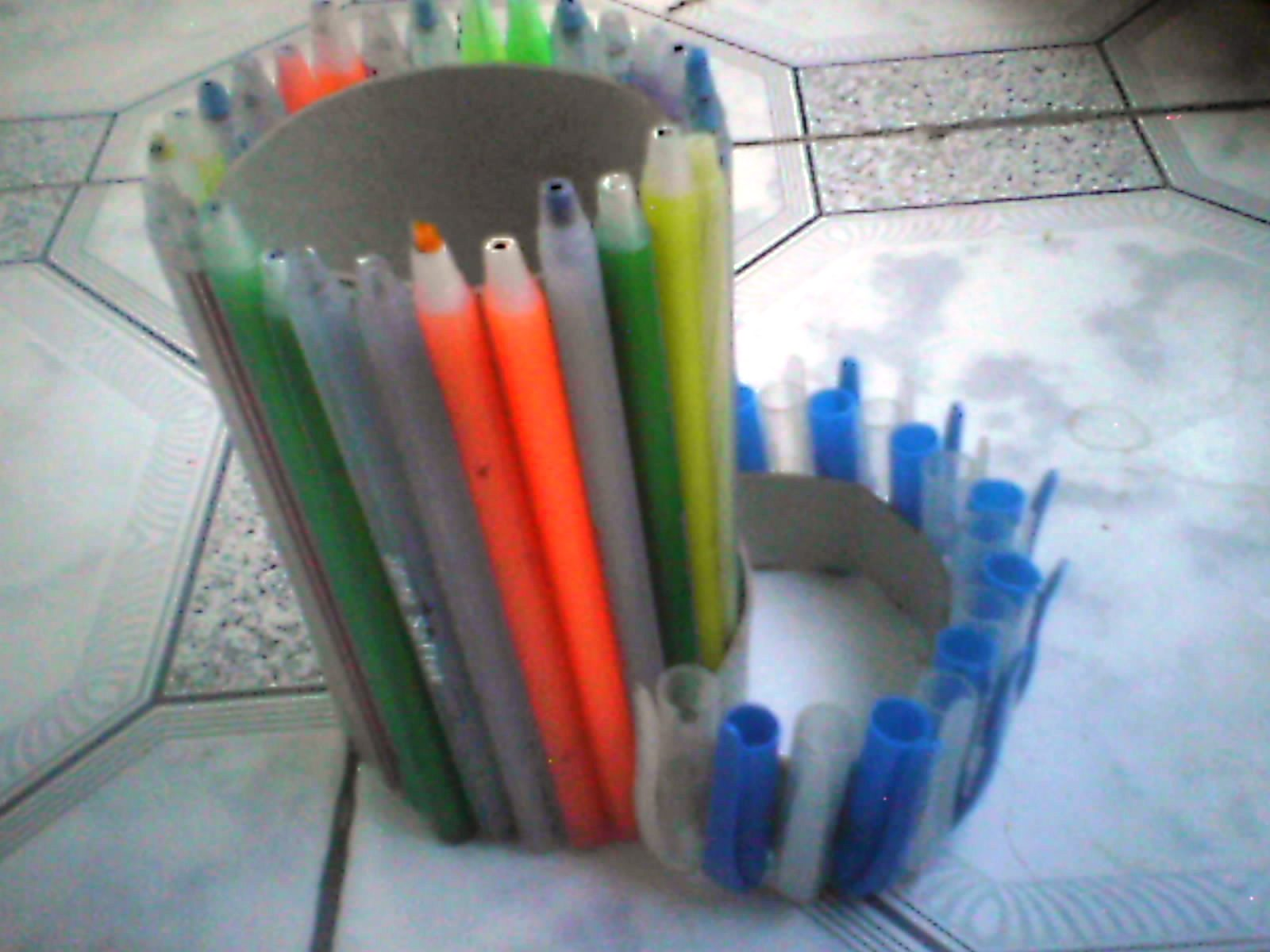 smartart: Pen Stand with disposal plastic pens