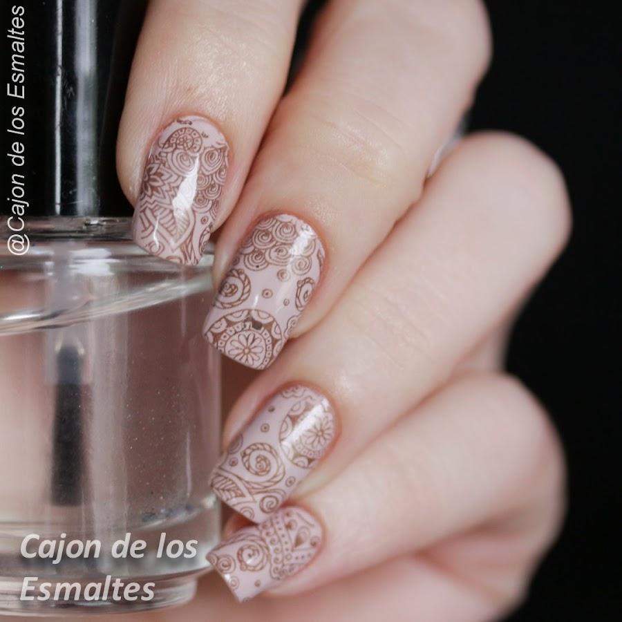 Uñas nude florales