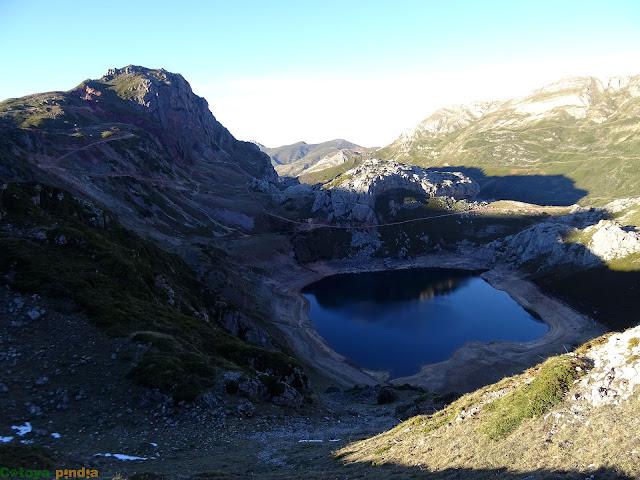 vistas al Lago de la Cueva en Somiedo