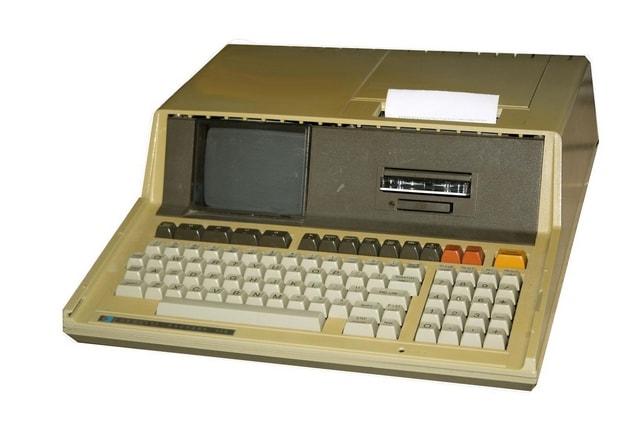 Computador HP-85B - Lançado em 1980. Fonte: CC BY-SA 3.0, https://commons.wikimedia.org/w/index.php?curid=646218