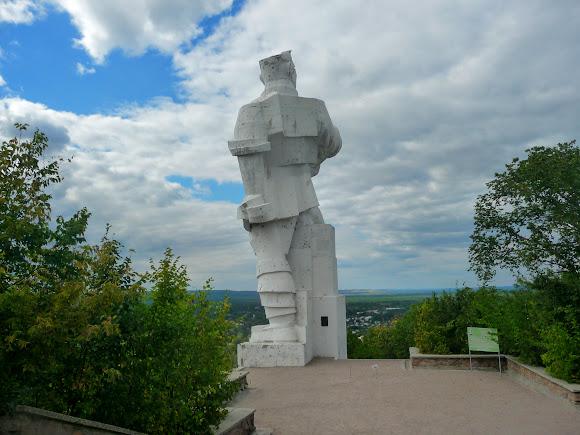 Святогірськ. Пам'ятник Артему