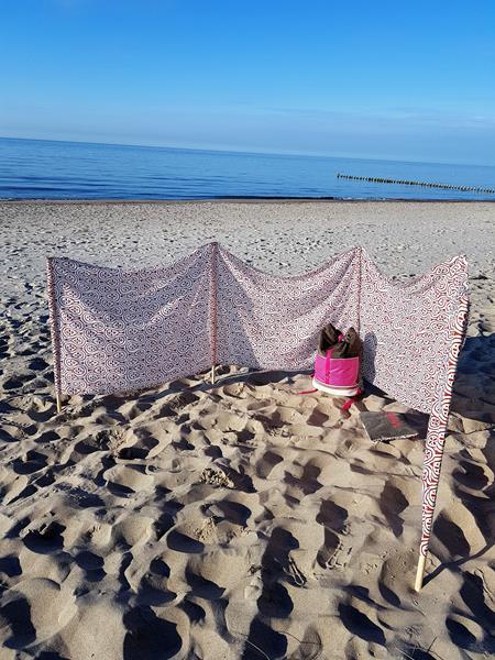 Windschutz für den Strand aus einer alten Gardine