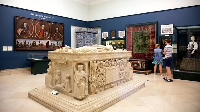 Visita ao Museu Nacional Húngaro