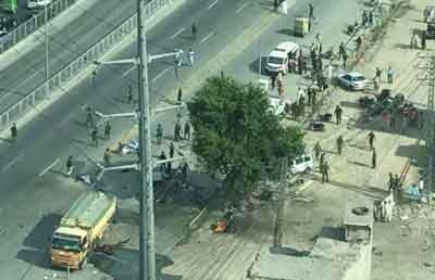 पाकिस्तान के लाहौर में आतंकियों ने किया बम धमाका, 19 लोगों की मौत